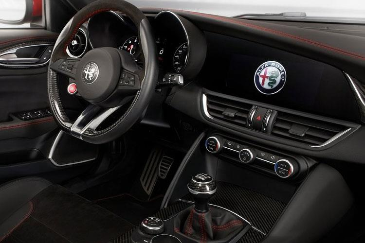 Alfa Romeo Giulia Saloon 2.2 TD 180PS Super 4Dr Auto [Start Stop] inside view